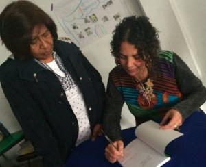 firmando libros2